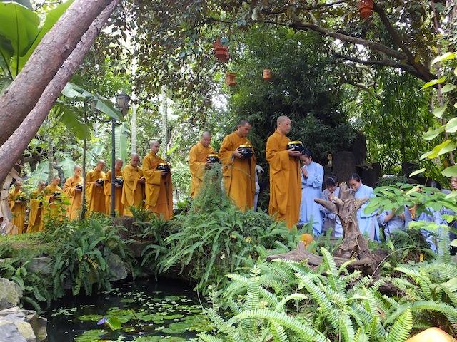 Lễ dâng ca-sa ngày Phật hoan hỷ PL 2560 tại Viện Chuyên Tu
