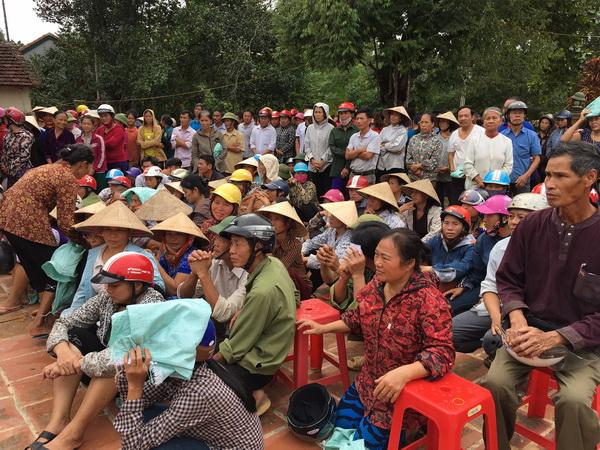 Ban Thiện Nguyện Ánh Đạo – Phát quà đến bà con Tại Hương Khê Hà Tĩnh