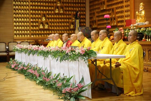 Ngày thứ nhất khóa tu học lần thứ 4 tại Hàn Quốc: Lễ Xuất gia gieo duyên