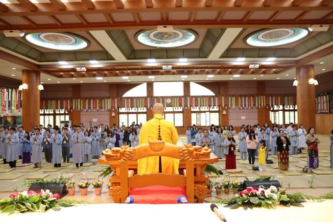 TT. Thích Thiện Thuận thuyết giảng ở Khóa tu học Phật Pháp tại chùa Hoàng Long