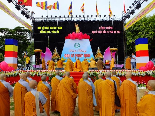 TT. Thích Thiện Thuận thuyết giảng tại Lễ đài Phật Đản BR-VT