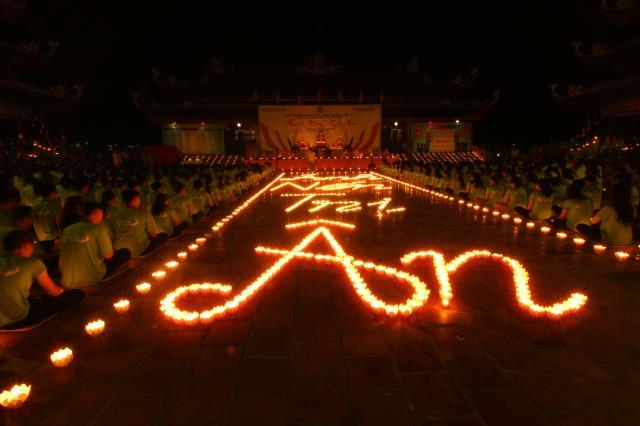 TP. Cần Thơ: Thiêng liêng đêm đốt nến tri ân Hội trại tuổi trẻ 11